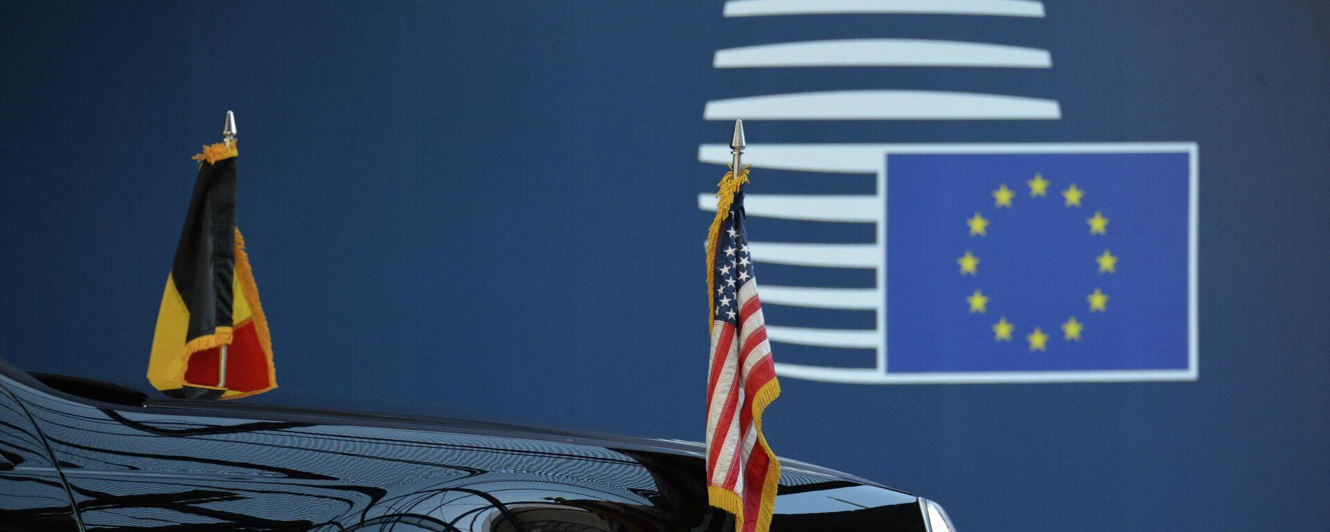 Οι σημαίες ΗΠΑ και ΕΕ - Sputnik Ελλάδα, 1920, 20.09.2021