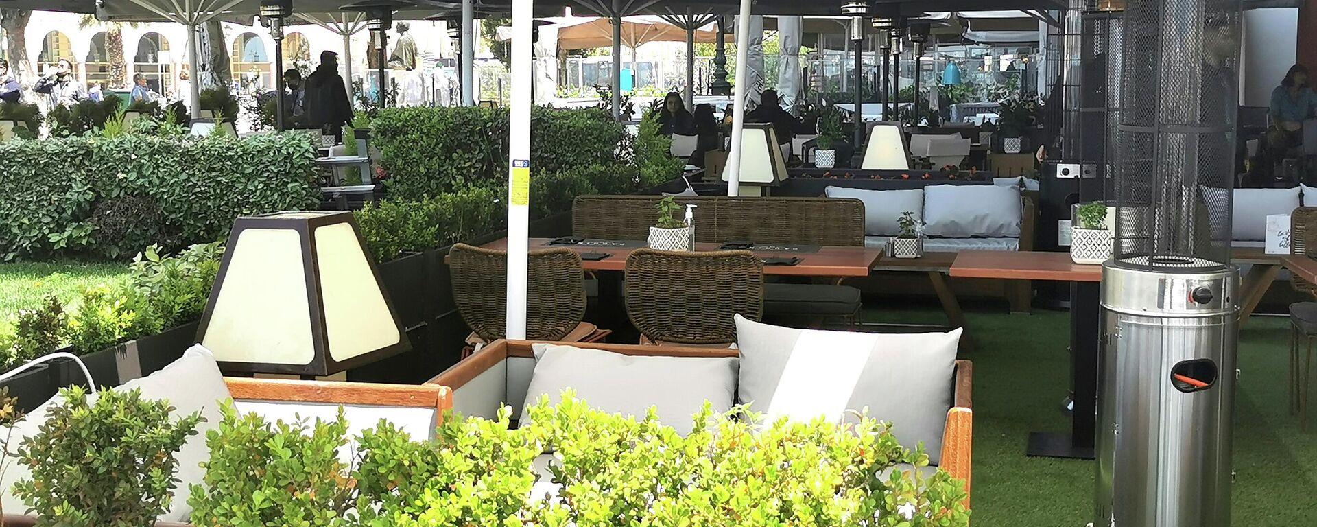 Καφετέρια στην πλατεία Αριστοτέλους στη Θεσσαλονίκη - Sputnik Ελλάδα, 1920, 07.10.2021