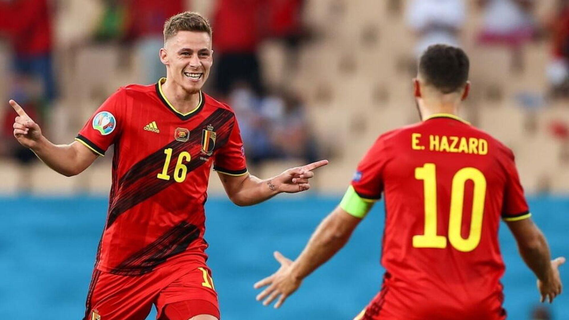 Οι Τοργκάν και Εντέν Αζάρ στον αγώνα Βέλγιο - Πορτογαλία για το EURO 2020, 27 Ιουνίου 2021 - Sputnik Ελλάδα, 1920, 07.10.2021