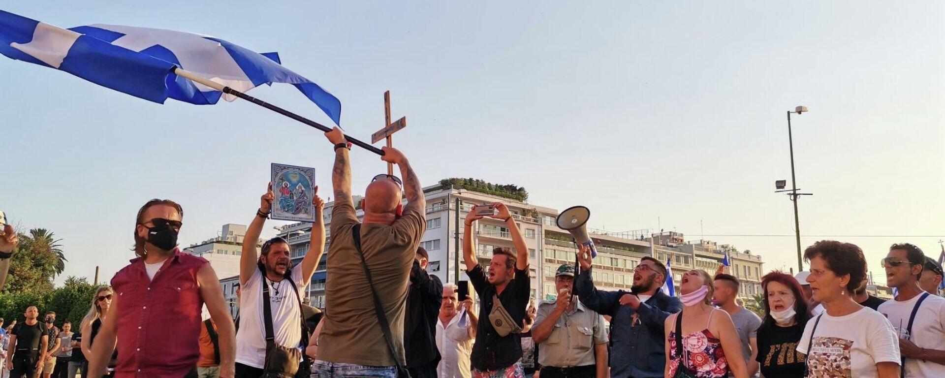 Σημαίες, σταυροί και συνθήματα στη συγκέντρωση αντιεμβολιαστών στο Σύνταγμα - Sputnik Ελλάδα, 1920, 27.09.2021