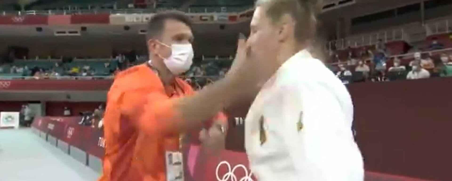 Προπονητής τζούντο χαστουκίζει αθλήτρια - Sputnik Ελλάδα, 1920, 27.07.2021
