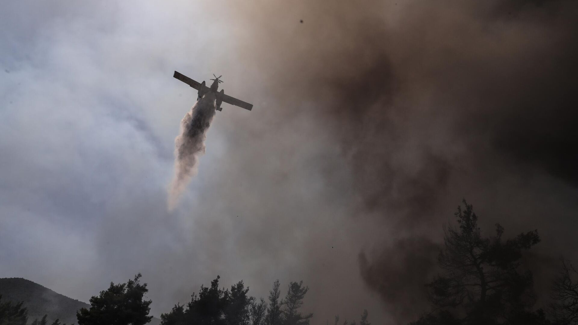 Κατάσβεση πυρκαγιάς στη Σταμάτα Αττικής στις 27 Ιουλίου, 2021 - Sputnik Ελλάδα, 1920, 26.09.2021