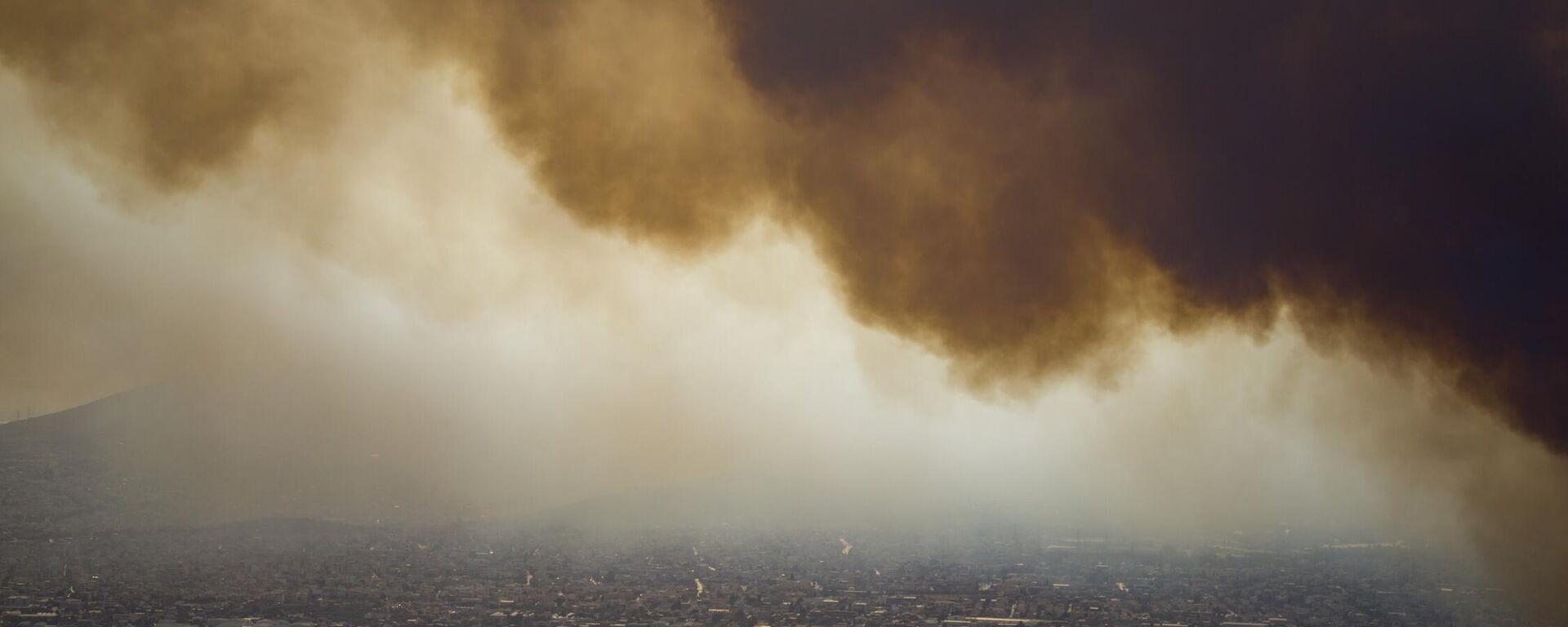 Πυρκαγιά στη Βαρυμπόμπη Αττικής, 3 Αυγούστου 2021 - Sputnik Ελλάδα, 1920, 04.08.2021