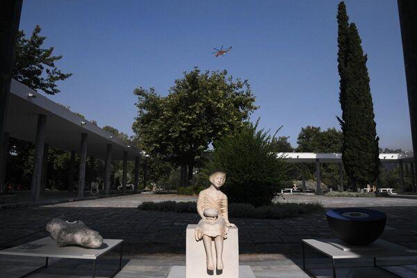 Μεγάλη μάχη στην Αχαία Ολυμπία για να επεκταθεί η φωτιά στον αρχαιολογικό χώρο - Sputnik Ελλάδα