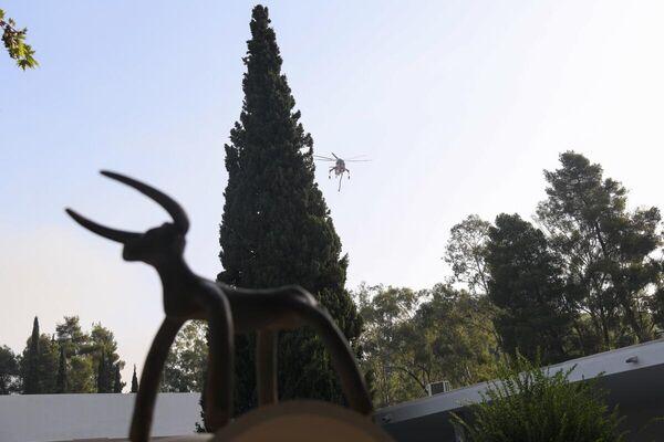 Δύσκολες ώρες στην Αρχαία Ολυμπία όπου συνεχίζεται η επιχείρηση κατάσβεσης της μεγάλης φωτιάς - Sputnik Ελλάδα