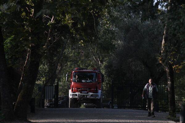 Όχημα της Πυροσβεστικής που επιχειρεί στη μεγάλη φωτιά στην Αρχαία Ολυμπία - Sputnik Ελλάδα