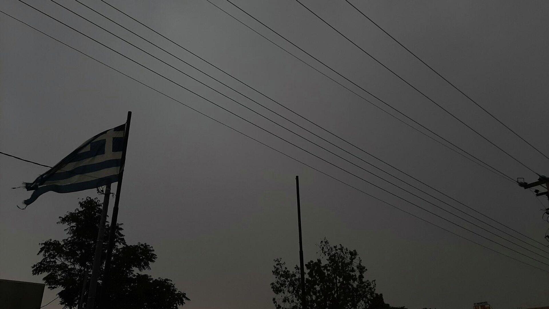Σκοτεινός ουρανός πριν από καταιγίδα στην Αθήνα, στις 11 Αυγούστου 2021 - Sputnik Ελλάδα, 1920, 09.10.2021