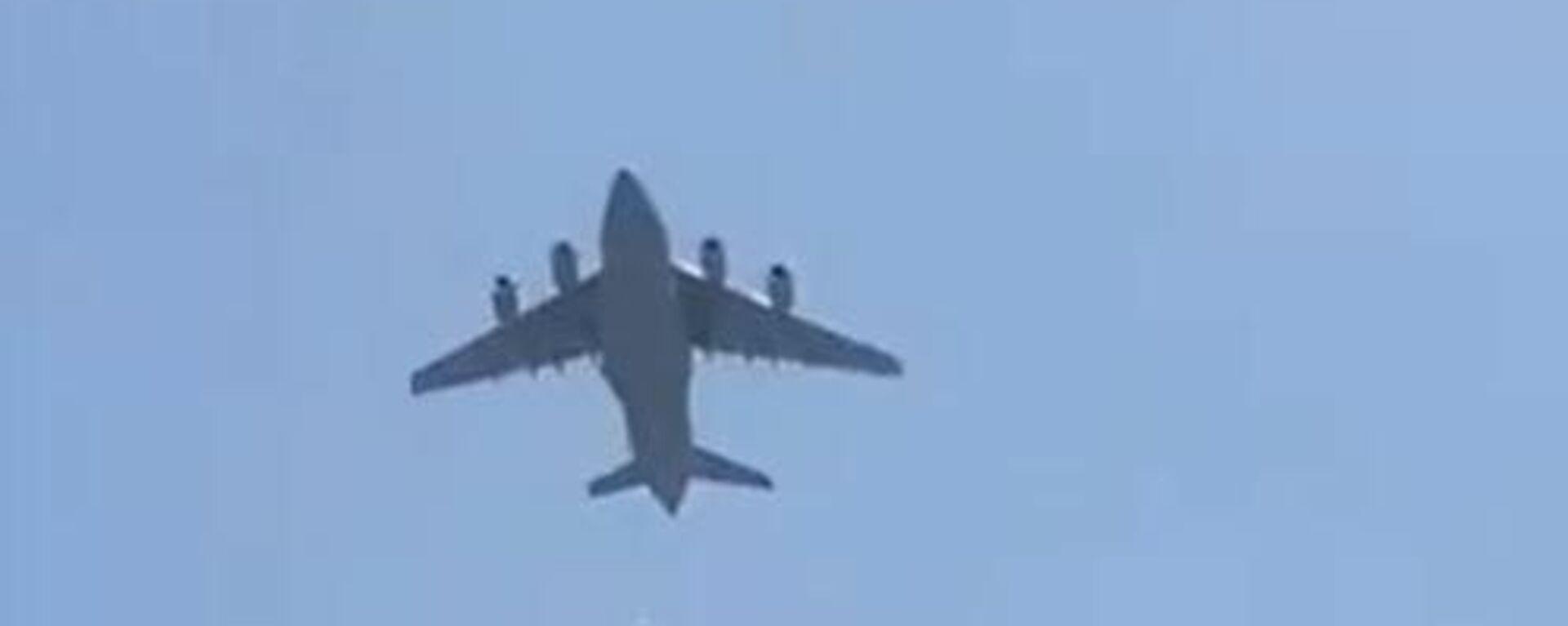 Βίντεο φέρεται να δείχνει ανθρώπους να πέφτουν από αεροπλάνο που απογειώνεται από την Καμπούλ - Sputnik Ελλάδα, 1920, 16.08.2021