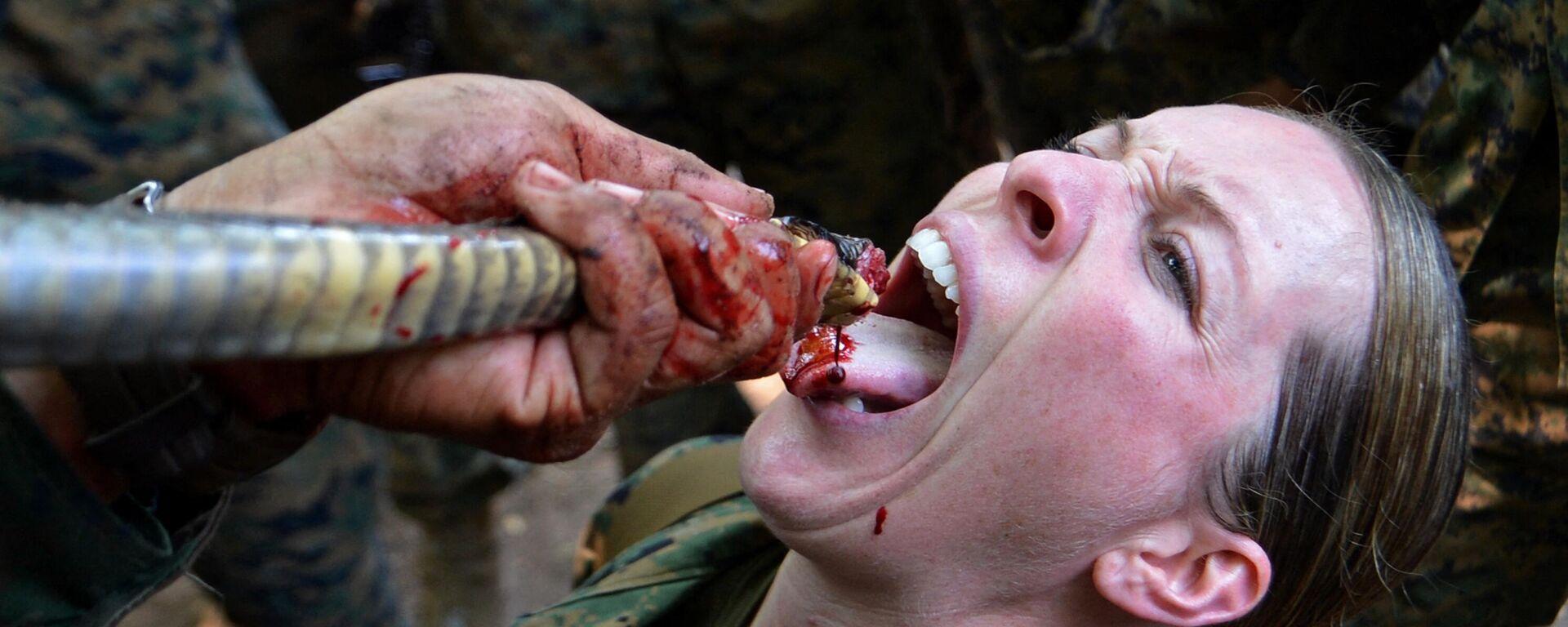 Αμερικανοί στρατιώτες πίνουν αίμα κόμπρας στην Ταϋλάνδη - Sputnik Ελλάδα, 1920, 17.08.2021