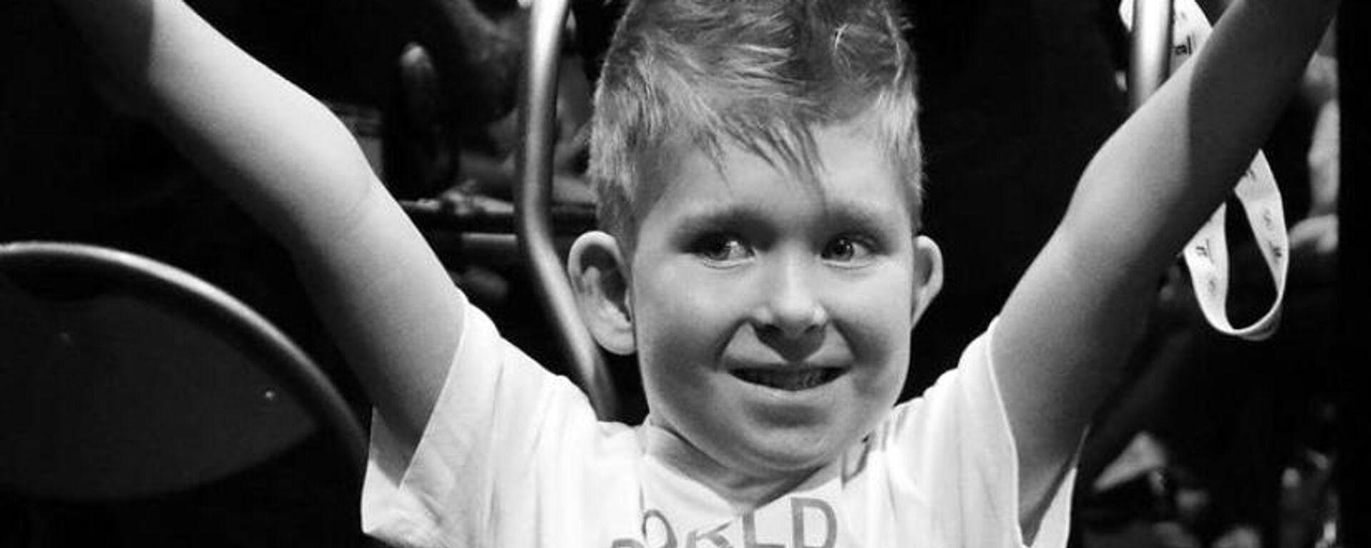 To αγόρι χωρίς εγκέφαλο: Το παιδί - θαύμα που κατάφερε να επιβιώσει ενάντια σε όλες τις πιθανότητες  - Sputnik Ελλάδα, 1920, 22.08.2021