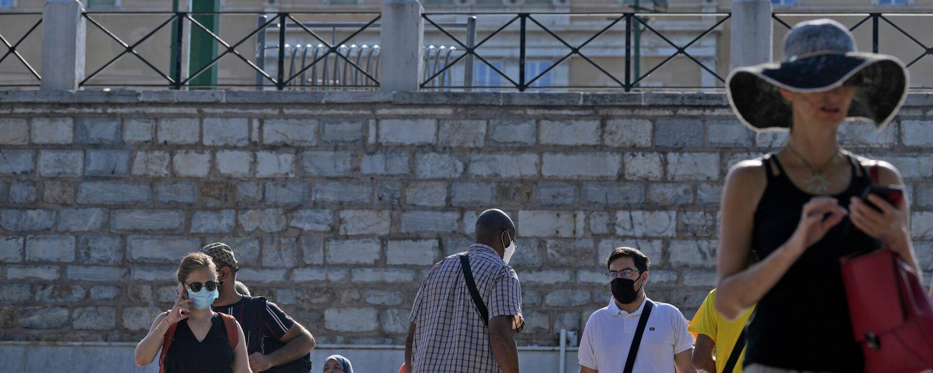 Κορονοϊός: Άνθρωποι με μάσκες κατά την πανδημία στην Αθήνα - Sputnik Ελλάδα, 1920, 26.09.2021