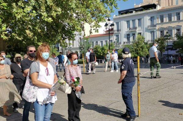 Από τις 10 το πρωί, για δεύτερη μέρα, ξεκίνησε το λαϊκό προσκύνημα. - Sputnik Ελλάδα