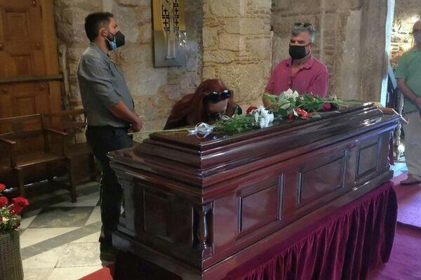 Η κηδεία θα λάβει χώρα την Πέμπτη. Μέχρι και το μεσημέρι της Τετάρτης, η σορός του εκτίθεται στο κέντρο της Αθήνας σε λαϊκό προσκύνημα. - Sputnik Ελλάδα