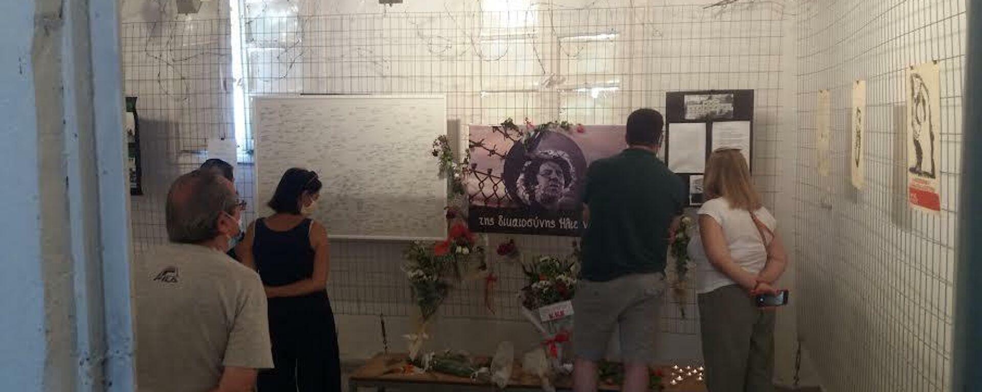 Το κελί του Μίκη Θεοδωράκη στον Ωρωπό, όπου συρρέει κόσμος από την ώρα που μαθεύτηκε ο θάνατός του. - Sputnik Ελλάδα, 1920, 07.09.2021