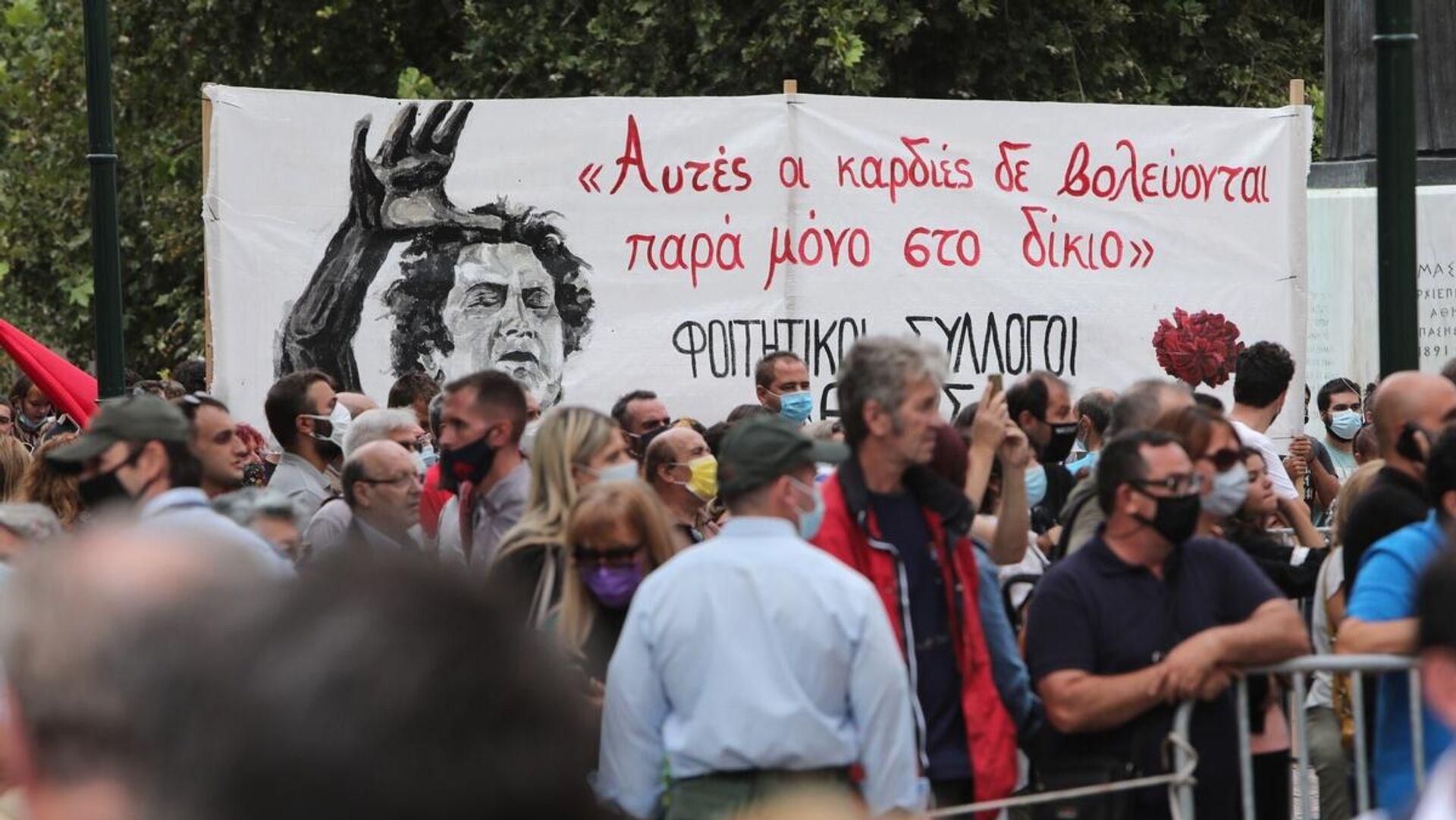 Λαϊκό προσκύνημα στη σορό του Μίκη Θεοδωράκη - Sputnik Ελλάδα, 1920, 08.09.2021