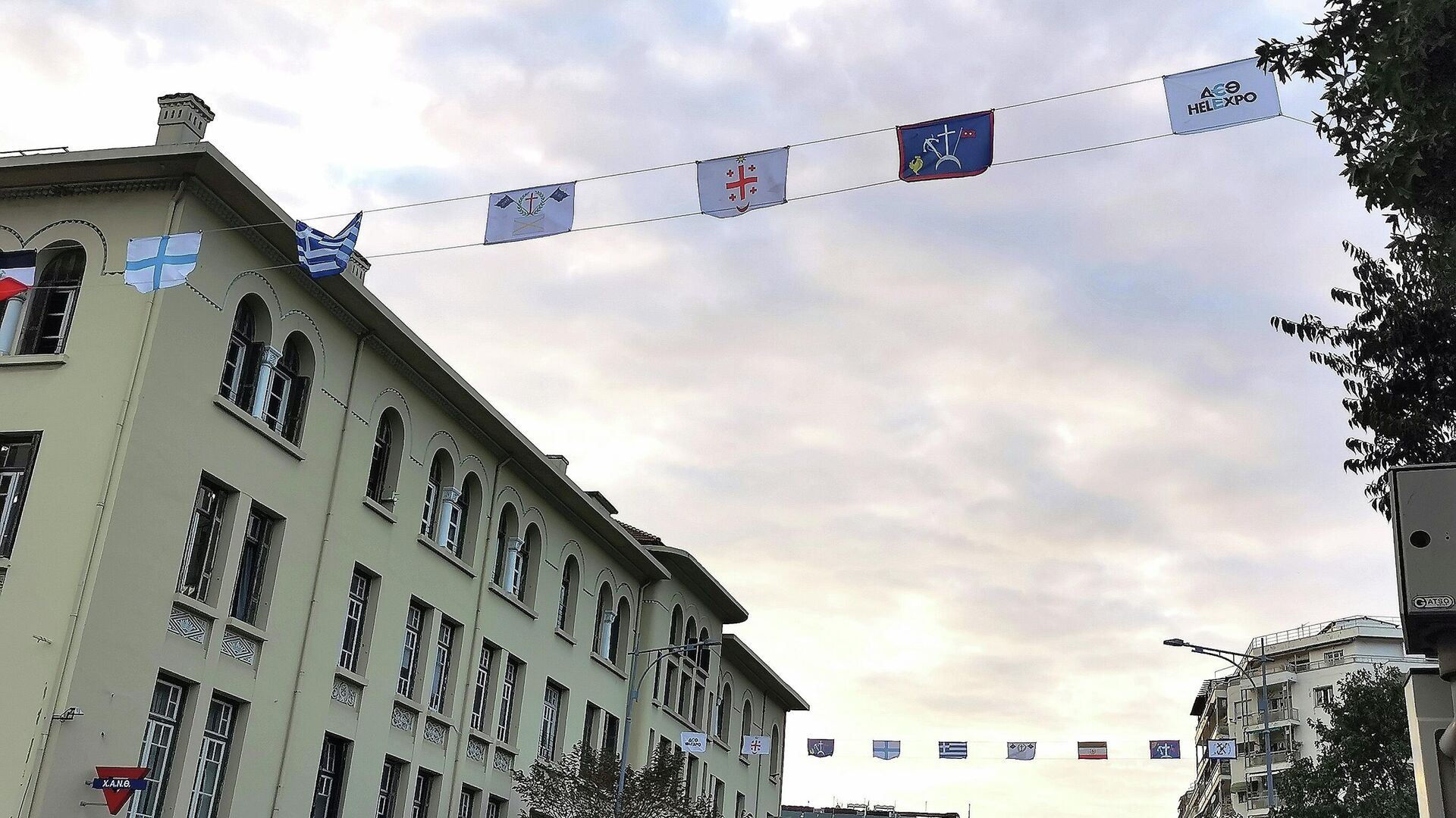 Σημαιάκια της ελληνικής Επανάστασης 1821 στην οδό Τσιμισκή Θεσσαλονίκη 85η ΔΕΘ - Sputnik Ελλάδα, 1920, 10.09.2021