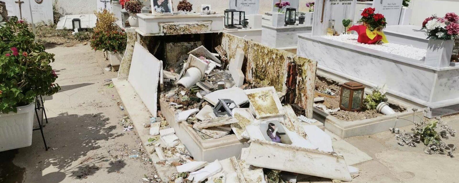Σπασμένοι τάφοι μετά την κηδεία του Mad Clip - Sputnik Ελλάδα, 1920, 09.09.2021