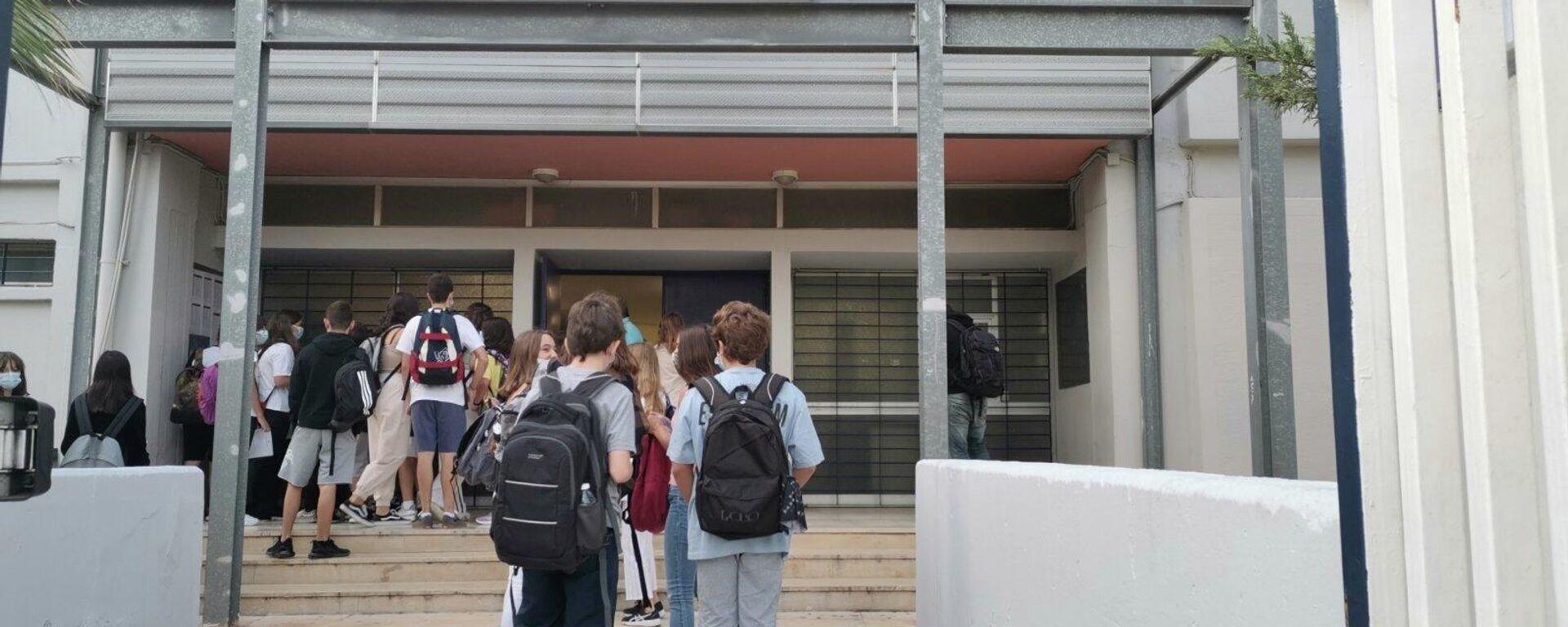 Άνοιξαν τα σχολεία με μέτρα για τους μαθητές και τους καθηγητές - Sputnik Ελλάδα, 1920, 15.09.2021