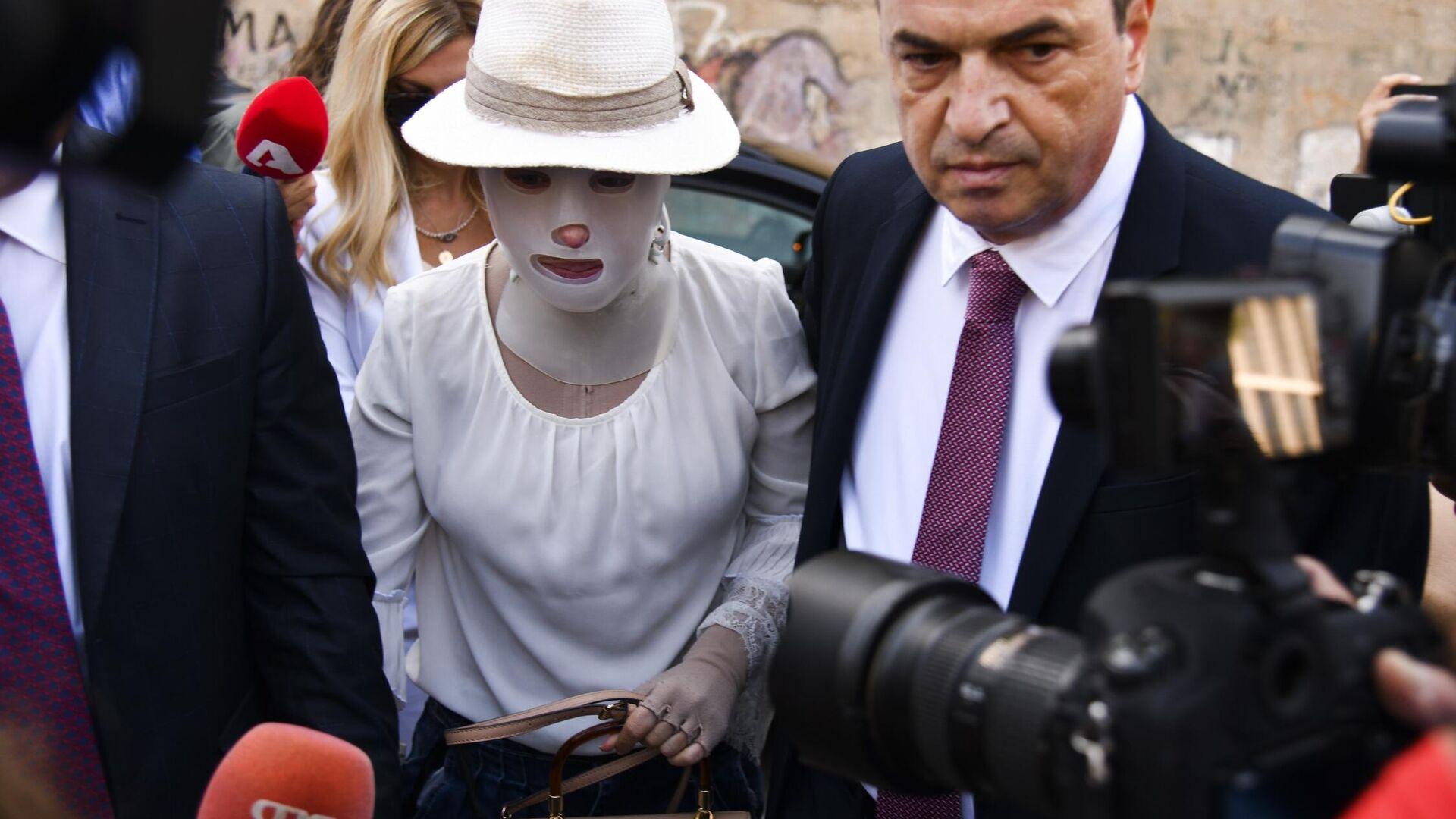 Με το κεφάλι ψηλά στο δικαστήριο η Ιωάννα Παλιοσπύρου για τη δίκη της επίθεσης με βιτριόλι - Sputnik Ελλάδα, 1920, 15.09.2021