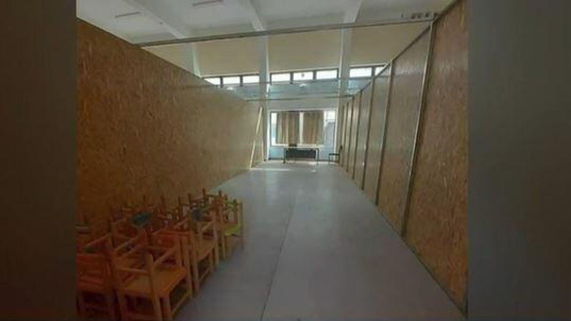 Έβαλαν περίπου 140 νήπια μέσα σε αίθουσα λυκείου - Sputnik Ελλάδα, 1920, 16.09.2021
