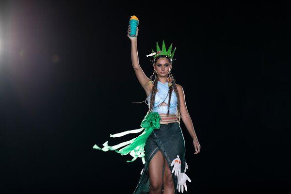 Πασαρέλα με φορέματα από ανακυκλώσιμα υλικά - Sputnik Ελλάδα
