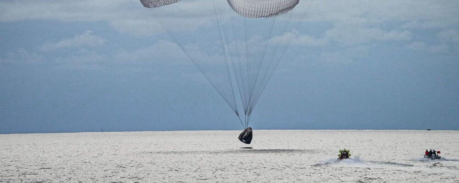 Η στιγμή της προσθαλάσσωσης της διαστημικής αποστολής Inspiration4 από τη SpaceX, 18 Σεπτεμβρίου 2021 - Sputnik Ελλάδα, 1920, 19.09.2021