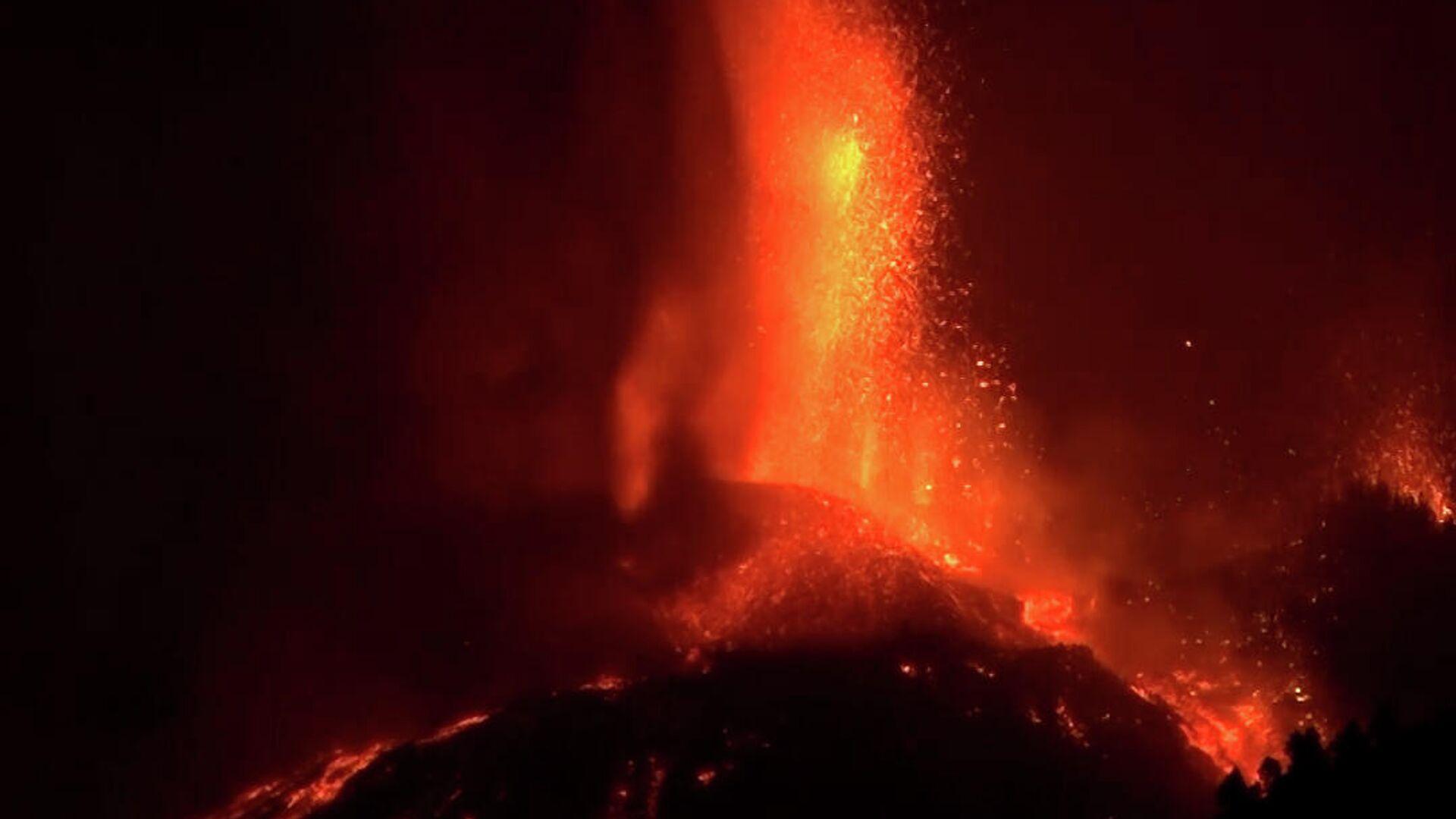 Απόκοσμες εικόνες από την έκρηξη λάβας του ηφαίστειου του Ισπανικού νησιού Λα Πάλμα - Sputnik Ελλάδα, 1920, 20.09.2021