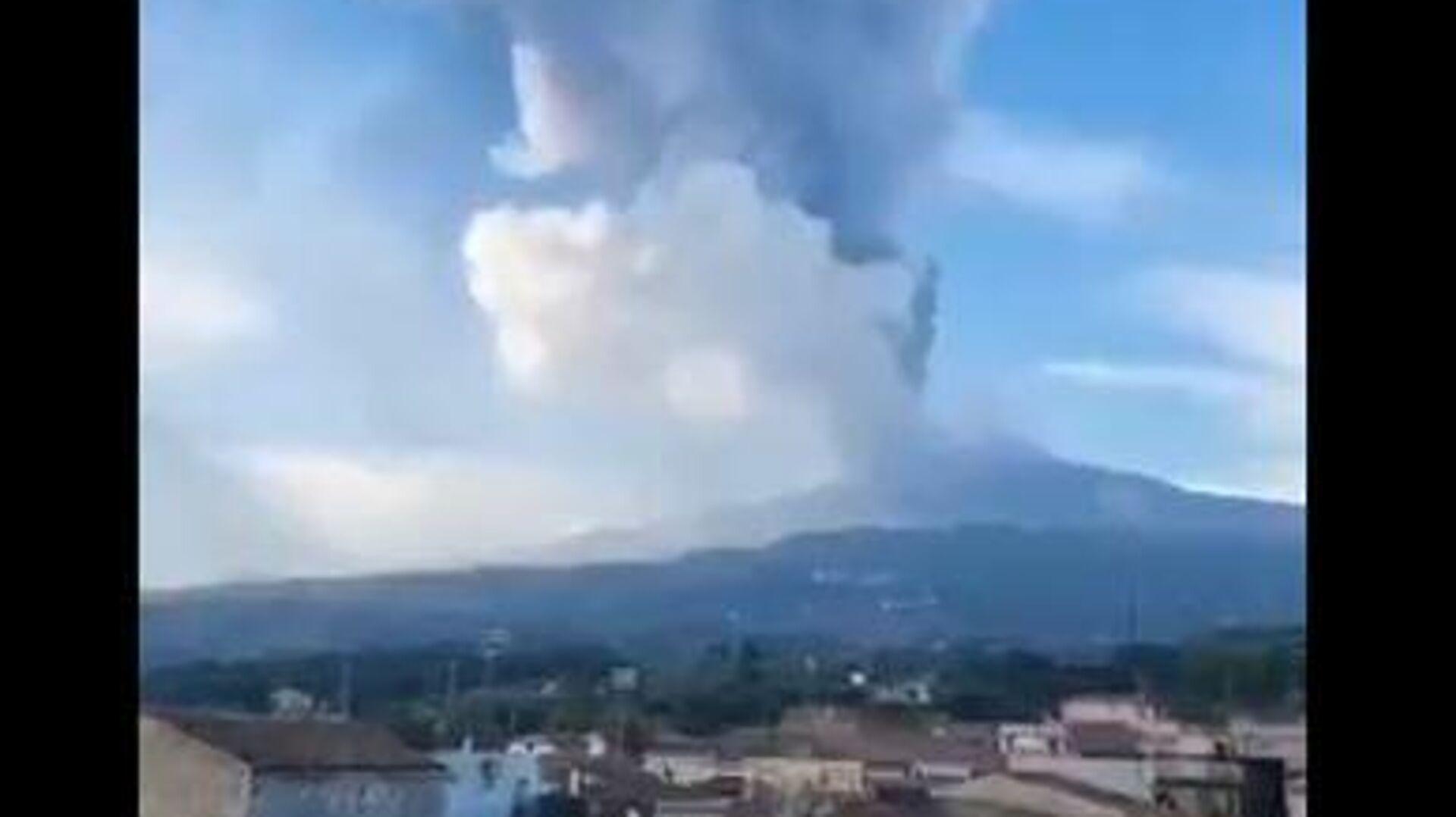 Καπνοί από την έκρηξη στο ηφαίστειο της Αίτνας  - Sputnik Ελλάδα, 1920, 21.09.2021