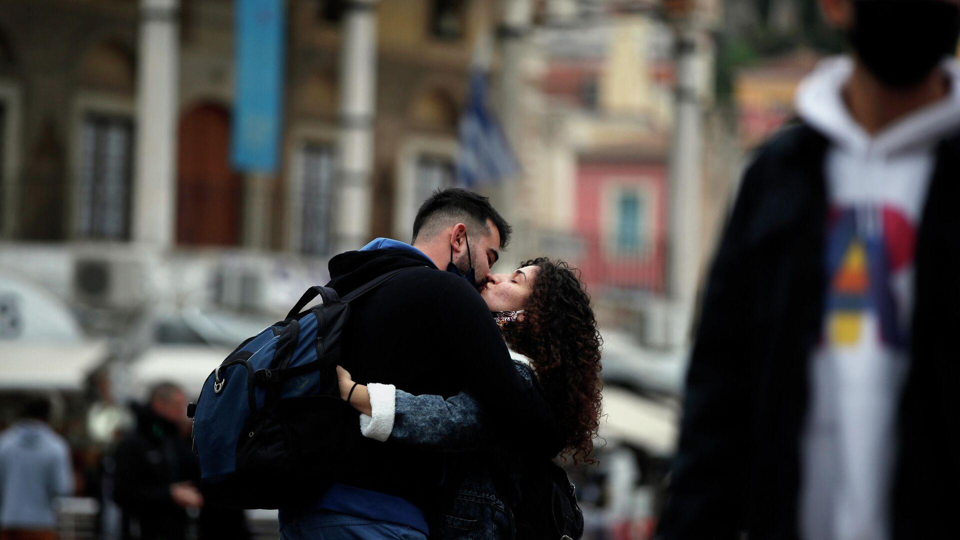 Φιλιά στο κέντρο της Αθήνας - Sputnik Ελλάδα, 1920, 22.09.2021