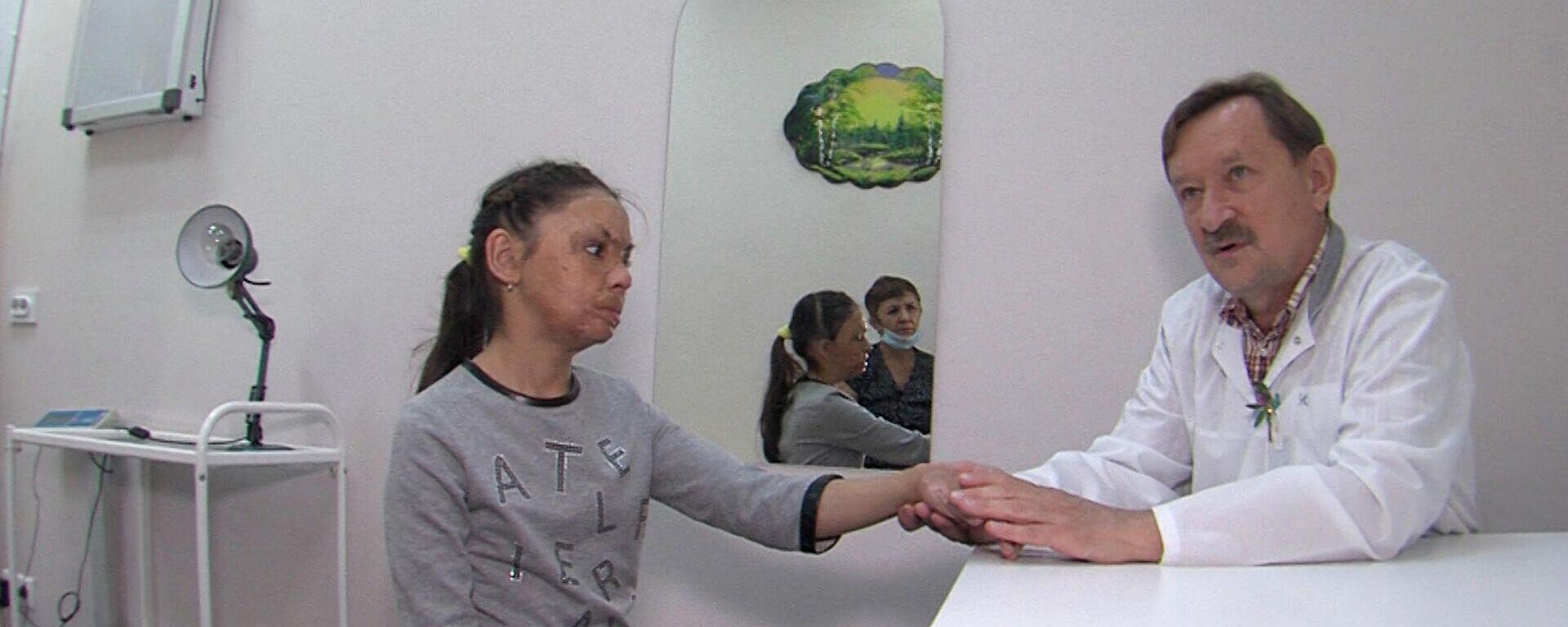 Πλαστικός χειρούργος βοήθησε κοριτσάκι με σοβαρά εγκαύματα να αποκτήσει καινούριο πρόσωπο - Sputnik Ελλάδα, 1920, 23.09.2021