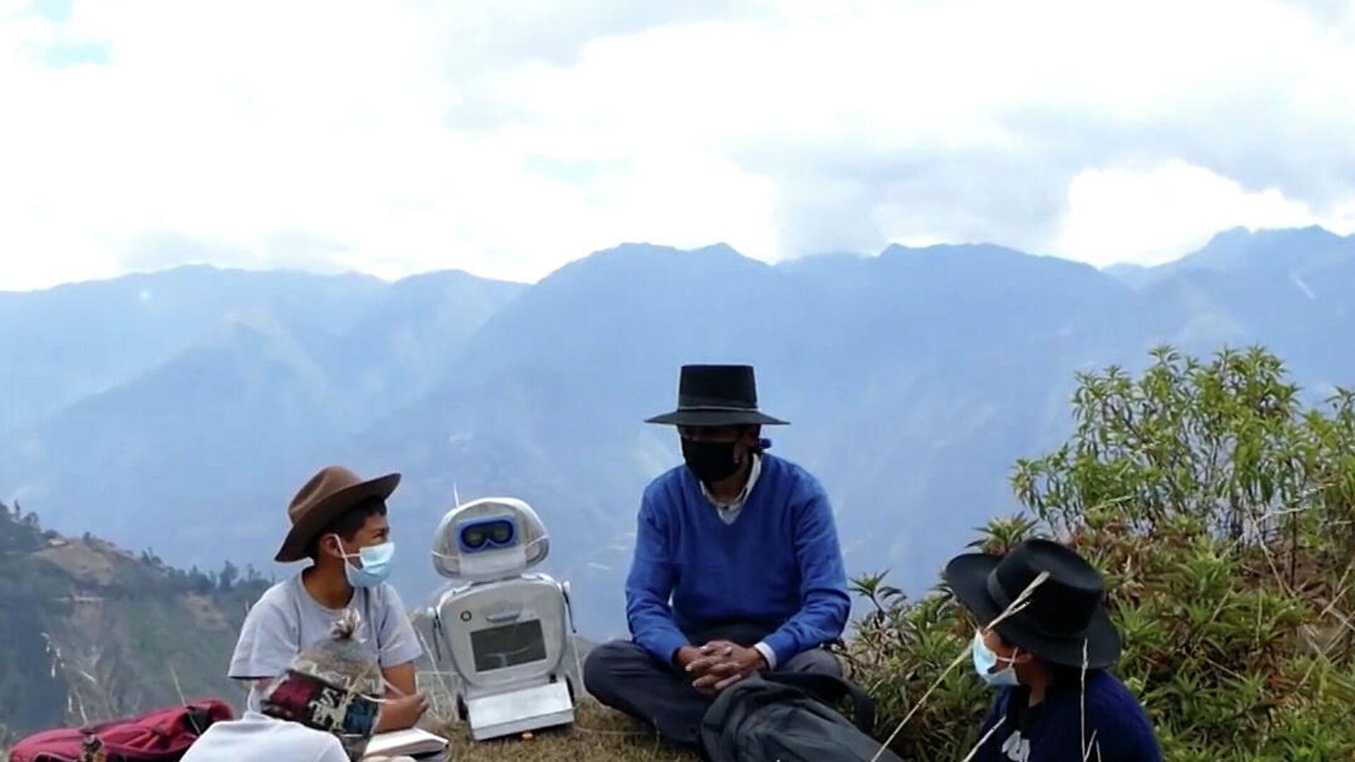 Δάσκαλος κατασκευάζει ρομπότ για να βοηθήσει μαθητές στις απομακρυσμένες βουνοκορφές των Άνδεων - Sputnik Ελλάδα, 1920, 24.09.2021