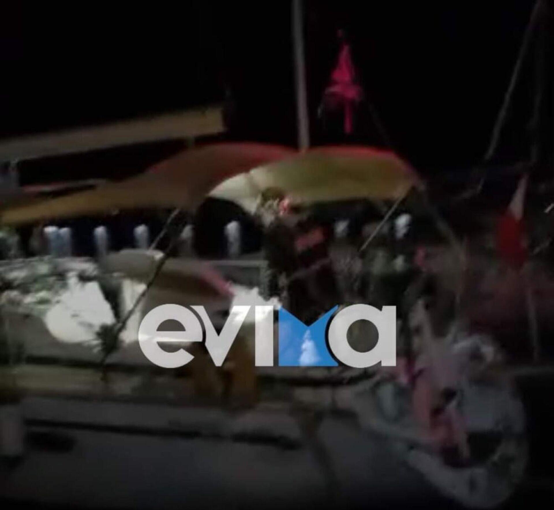 Σκάφος τυλίχθηκε στις φλόγες στο λιμάνι της Καρύστου, 25 Σεπτεμβρίου 2021 - Sputnik Ελλάδα, 1920, 25.09.2021