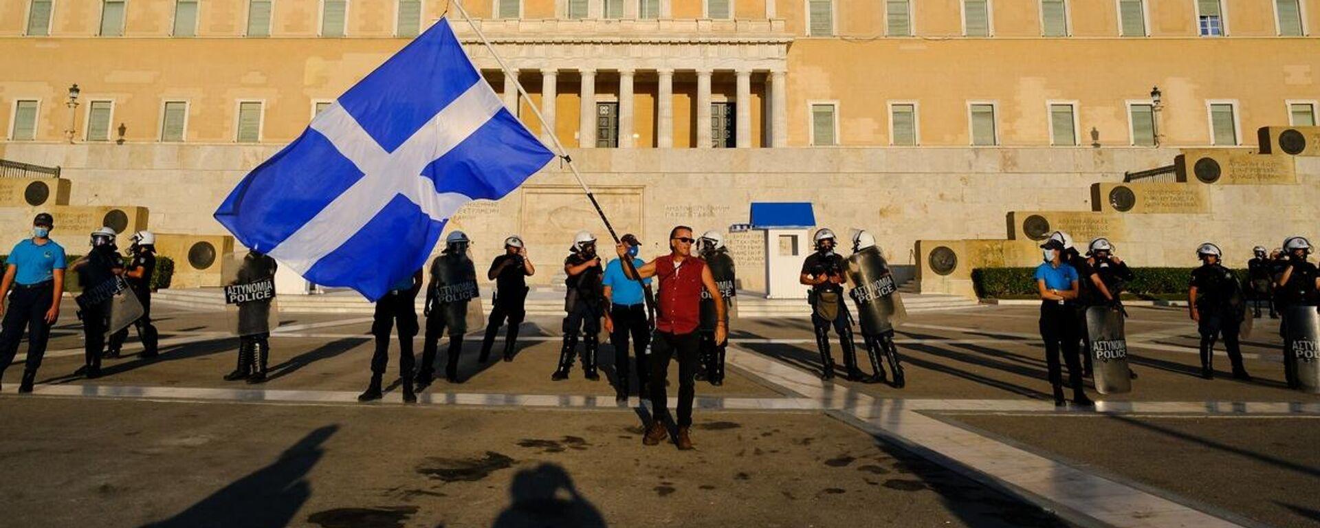Συγκέντρωση και πορεία διαμαρτυρίας κατά του υποχρεωτικού εμβολιασμού κατά του κορωνοϊού, στην Αθήνα, 29 Αυγούστου 2021. - Sputnik Ελλάδα, 1920, 26.09.2021