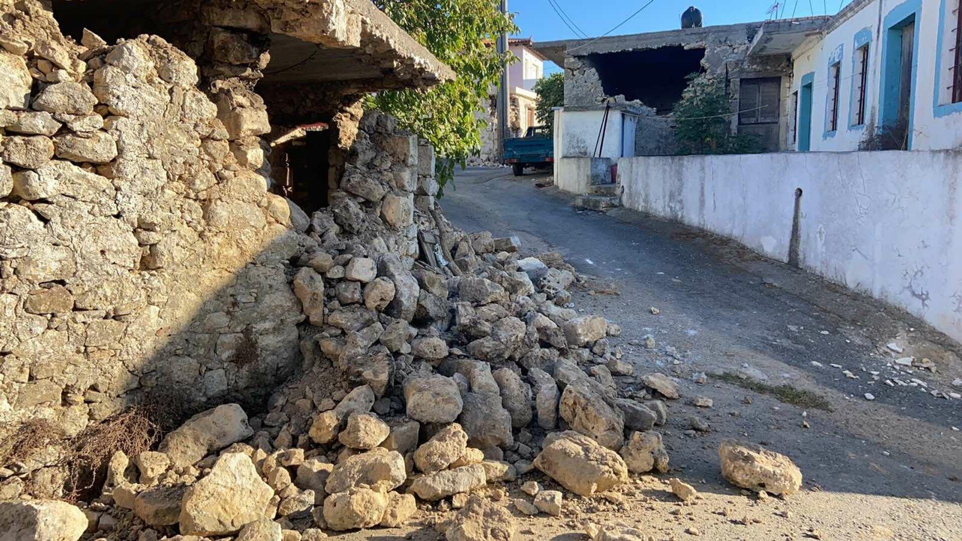 Ερείπια στο Aρχοντικό Κρήτης μετά τον φονικό σεισμό - Sputnik Ελλάδα, 1920, 27.09.2021