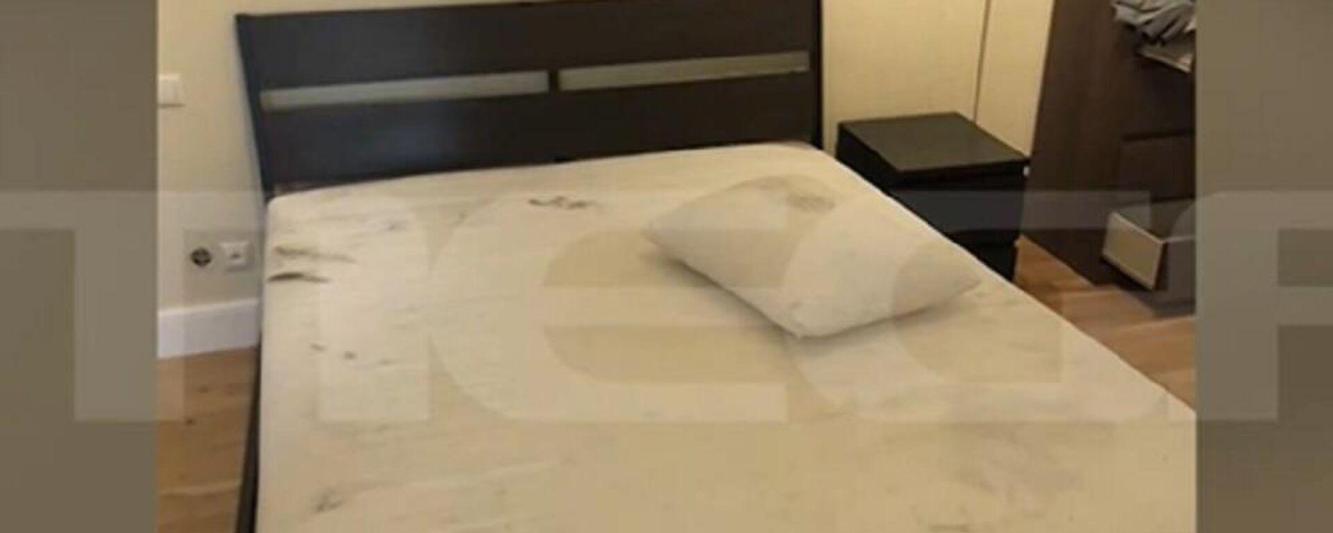 Το κρεβάτι όπου ο πιλότος δολοφόνησε την Καρολάιν στα Γλυκά Νερά - Sputnik Ελλάδα, 1920, 27.09.2021