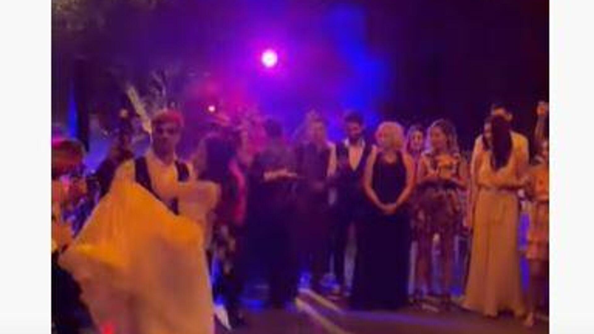 Ο χορός του ζευγαριού στο γάμο Πετρετζίκη - Sputnik Ελλάδα, 1920, 28.09.2021