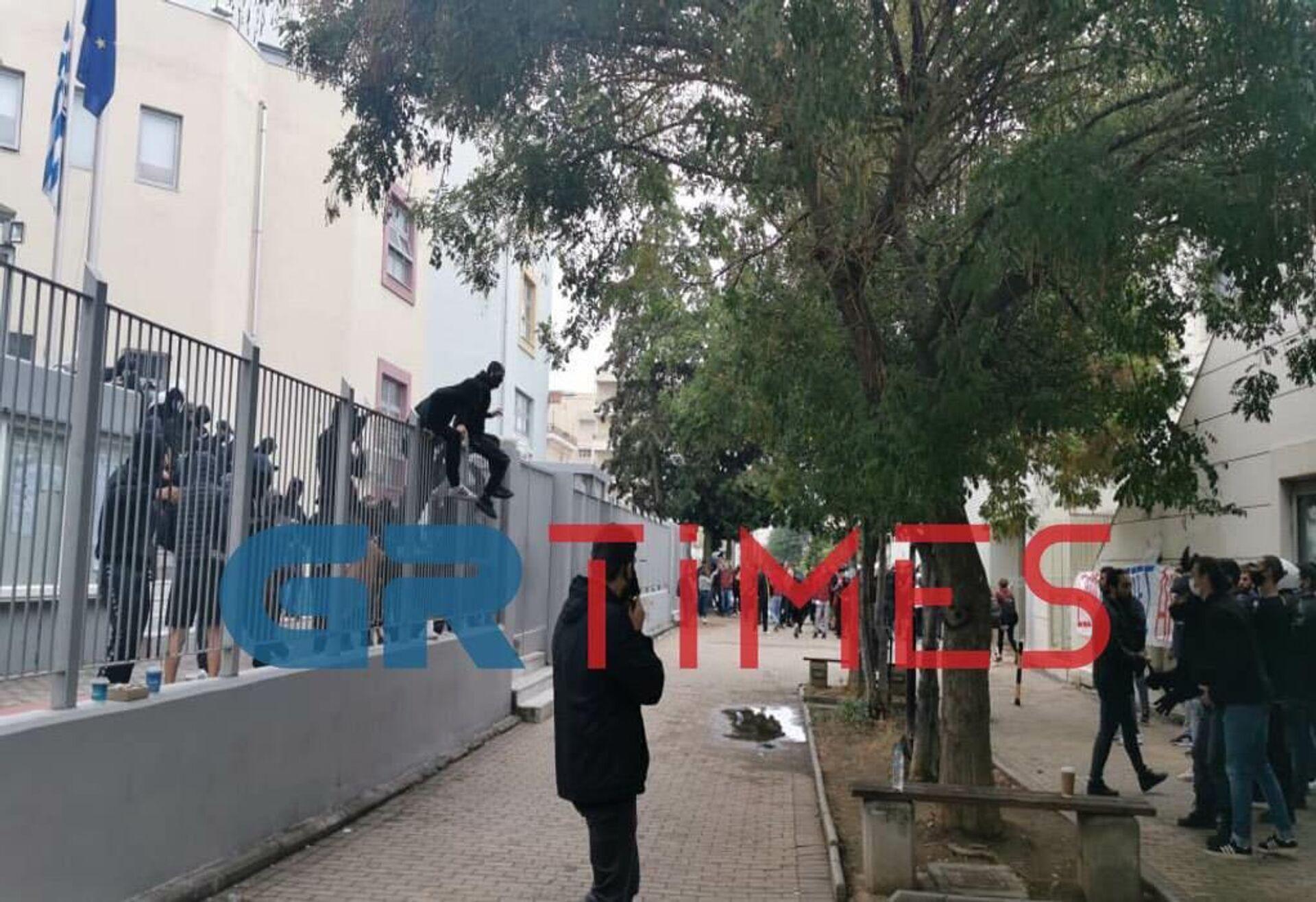 Θεσσαλονίκη: Νέα επεισόδια έξω από το ΕΠΑΛ Σταυρούπολης - Sputnik Ελλάδα, 1920, 29.09.2021