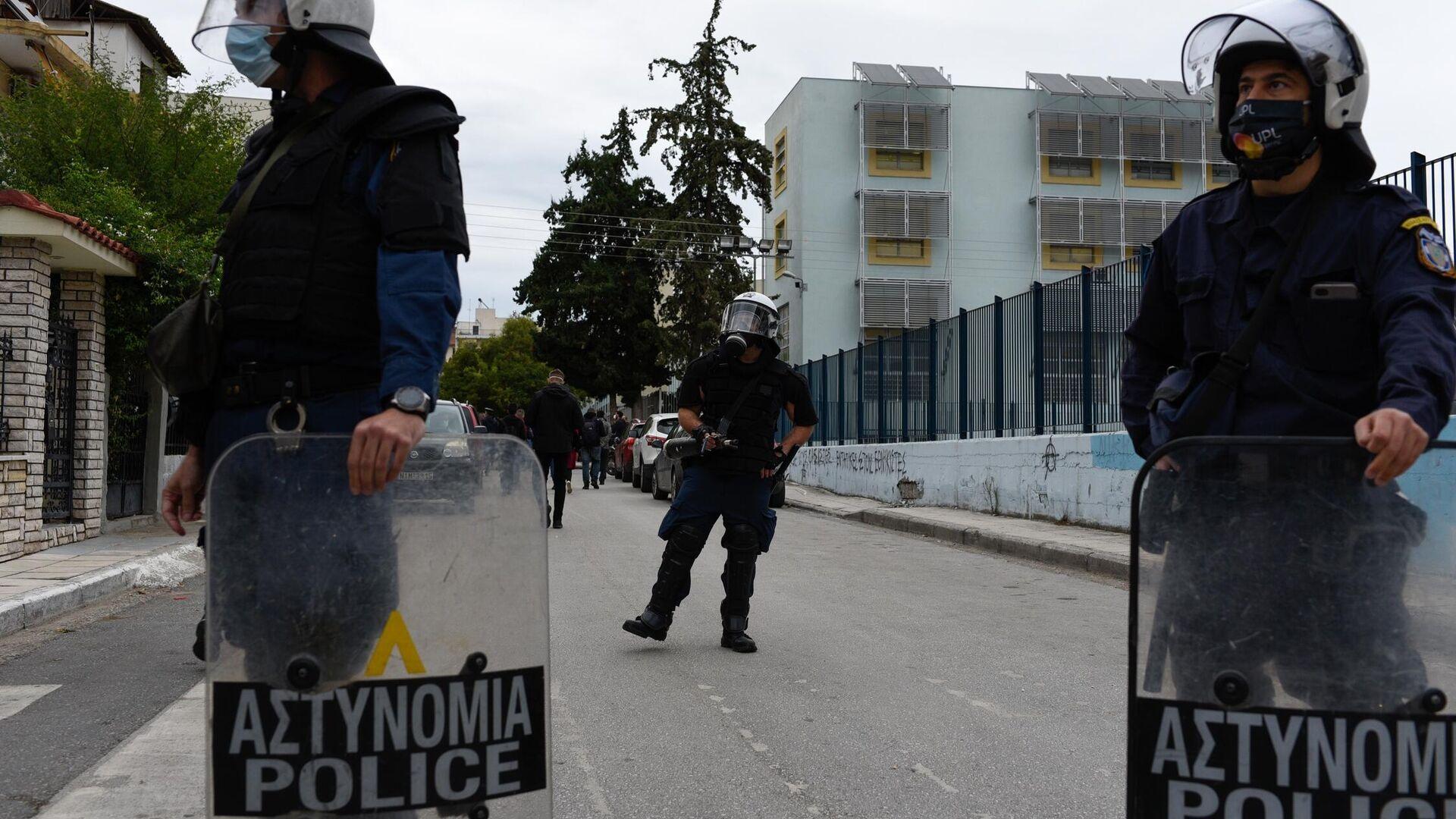 Συγκέντρωση διαμαρτυρίας εξω απο το 1ο και 2ο ΕΠΑΛ Σταυρούπολης  από φοιτητικές οργανώσεις και συλλογικότητες με αφορμή τα επεισόδια των προηγούμενων ημερών, Θεσσαλονίκη 30 Σεπτεμβρίου 2021. - Sputnik Ελλάδα, 1920, 04.10.2021