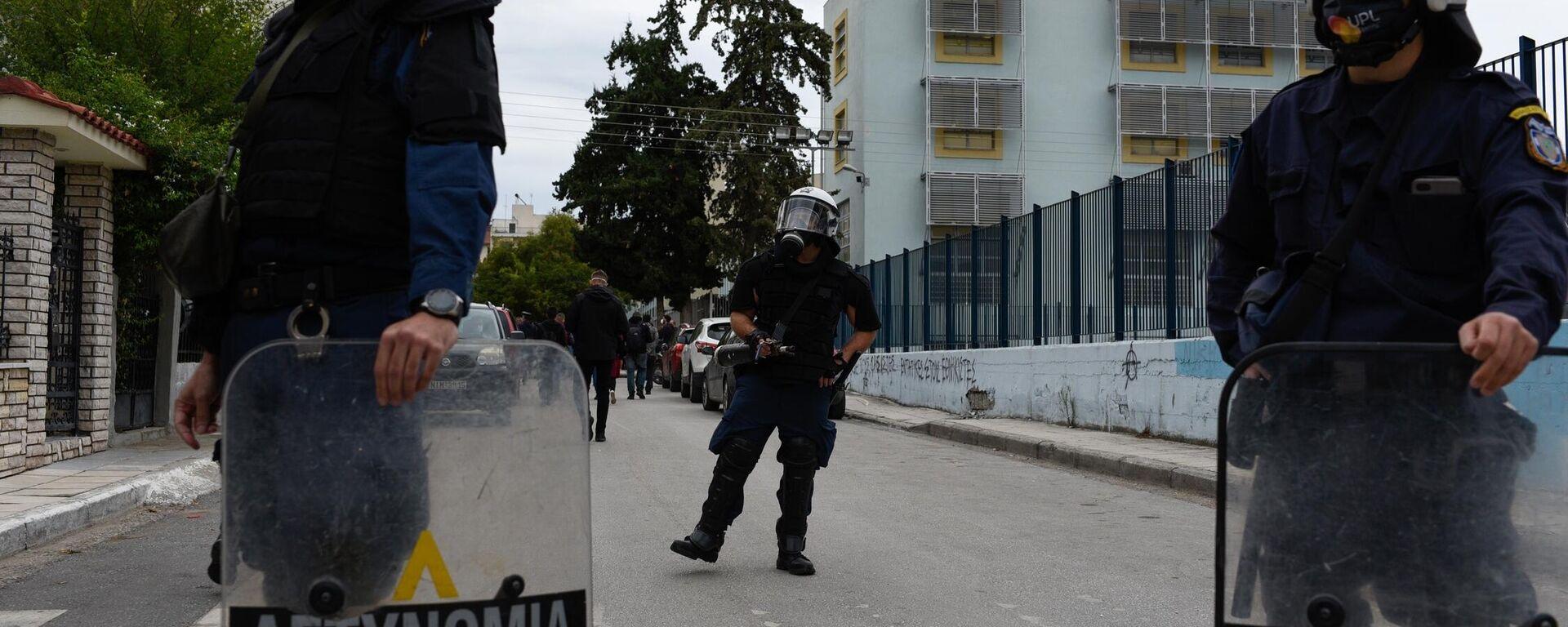 Συγκέντρωση διαμαρτυρίας εξω απο το 1ο και 2ο ΕΠΑΛ Σταυρούπολης  από φοιτητικές οργανώσεις και συλλογικότητες με αφορμή τα επεισόδια των προηγούμενων ημερών, Θεσσαλονίκη 30 Σεπτεμβρίου 2021. - Sputnik Ελλάδα, 1920, 02.10.2021