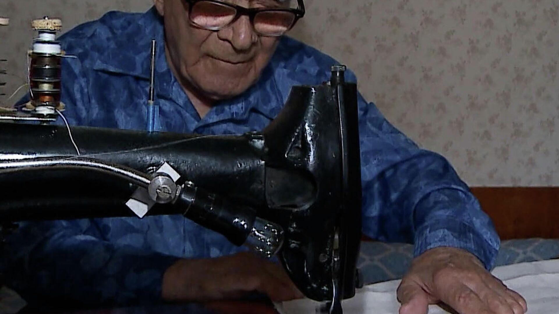 Βετεράνος του Β' Παγκοσμίου Πολέμου ράβει τσάντες για καλό σκοπό - Sputnik Ελλάδα, 1920, 01.10.2021