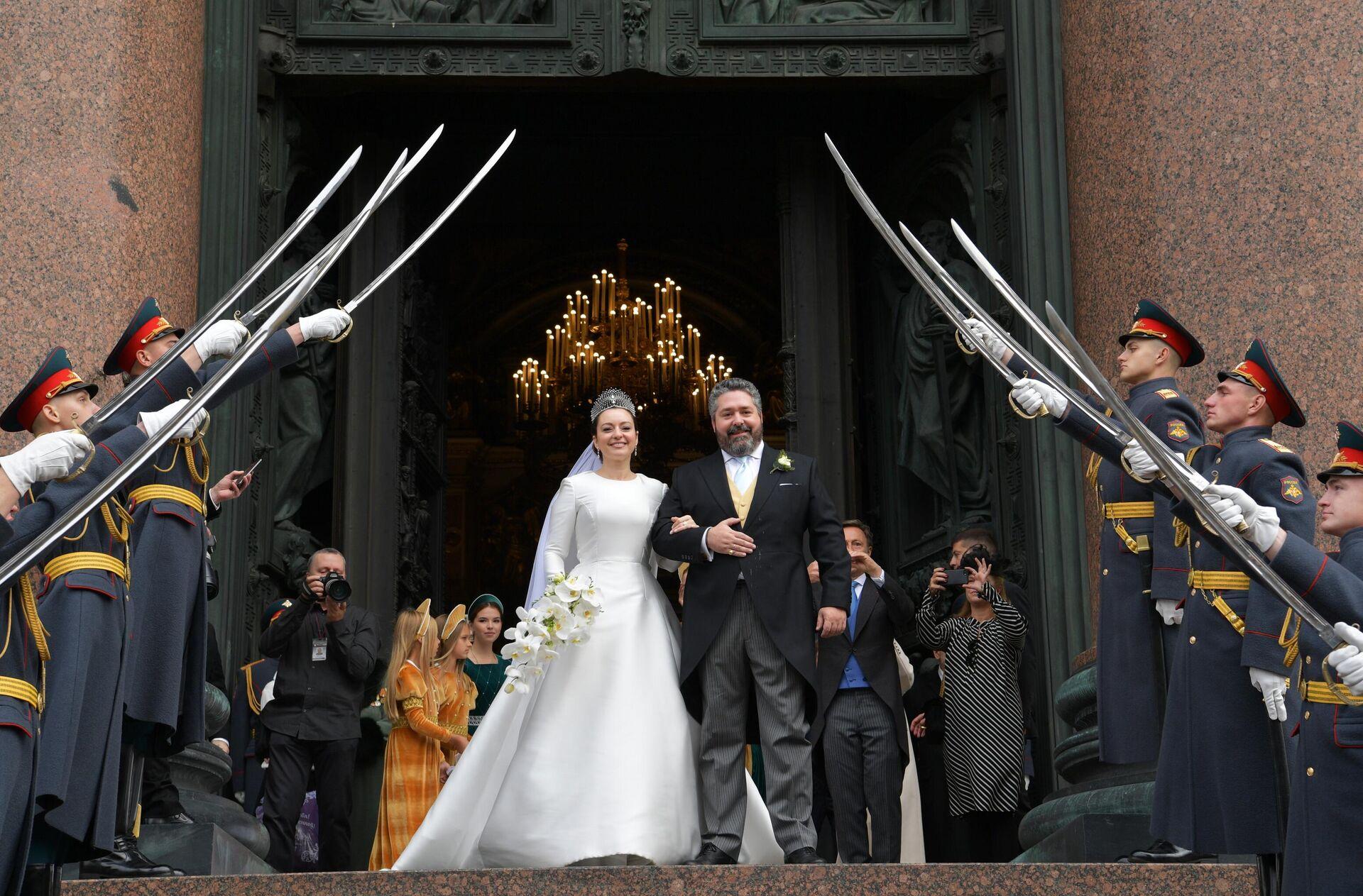 Η γαμήλια τελετή έγινε στον Καθεδρικό ναό του Αγίου Ισαάκ στην Αγία Πετρούπολη  - Sputnik Ελλάδα, 1920, 01.10.2021