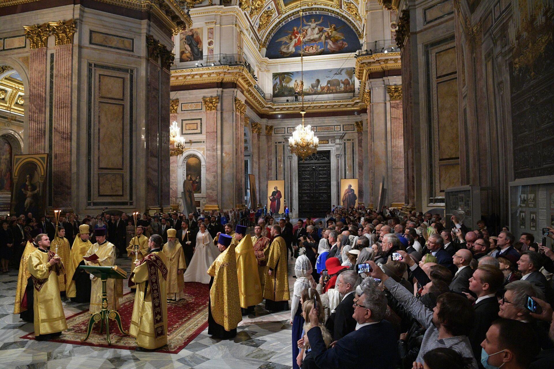 Πλήθος κόσμο στον Καθεδρικό Ναό του Αγίου Ισαάκ στην Αγία Πετρούπολη - Sputnik Ελλάδα, 1920, 01.10.2021