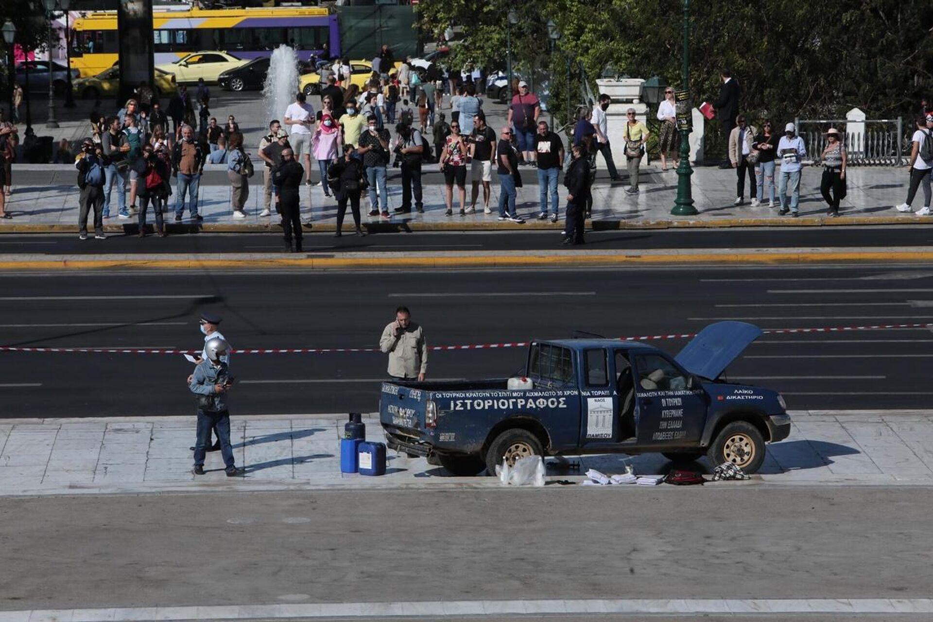 Αγροτικό αυτοκίνητο ανέβηκε στο Μνημείο του Άγνωστου Στρατιώτη μπροστά στη Βουλή - Sputnik Ελλάδα, 1920, 04.10.2021