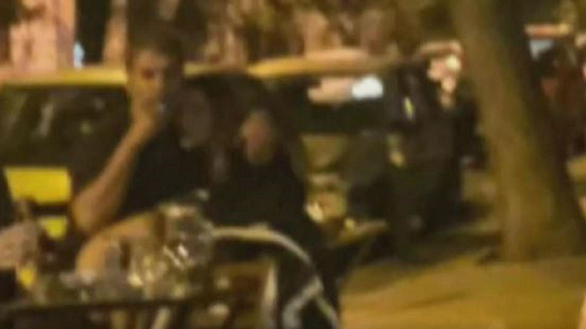 Δέσποινα Βανδή και Βασίλης Μπισμπίκης σε κουτούκι των Εξαρχείων - Sputnik Ελλάδα, 1920, 06.10.2021