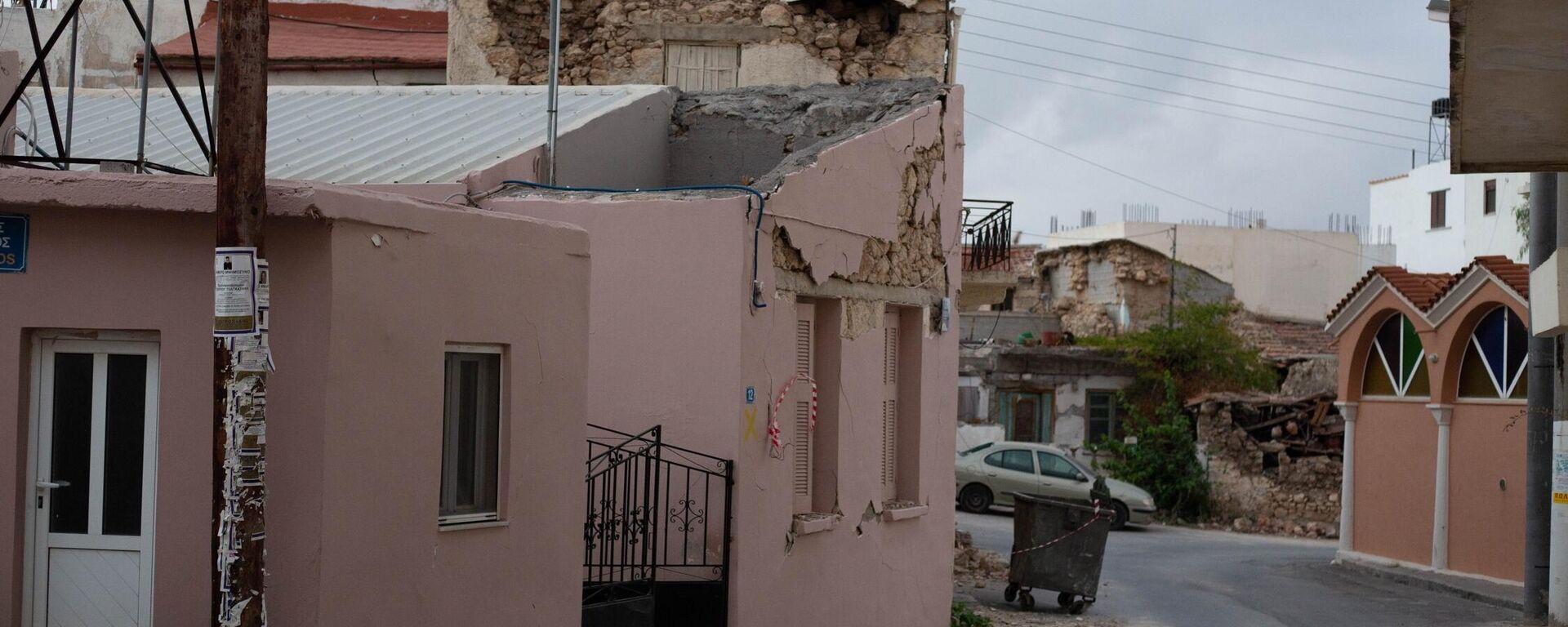 Ζημιές σε σπίτια από τον σεισμό στο Αρκαλοχώρι - Sputnik Ελλάδα, 1920, 12.10.2021