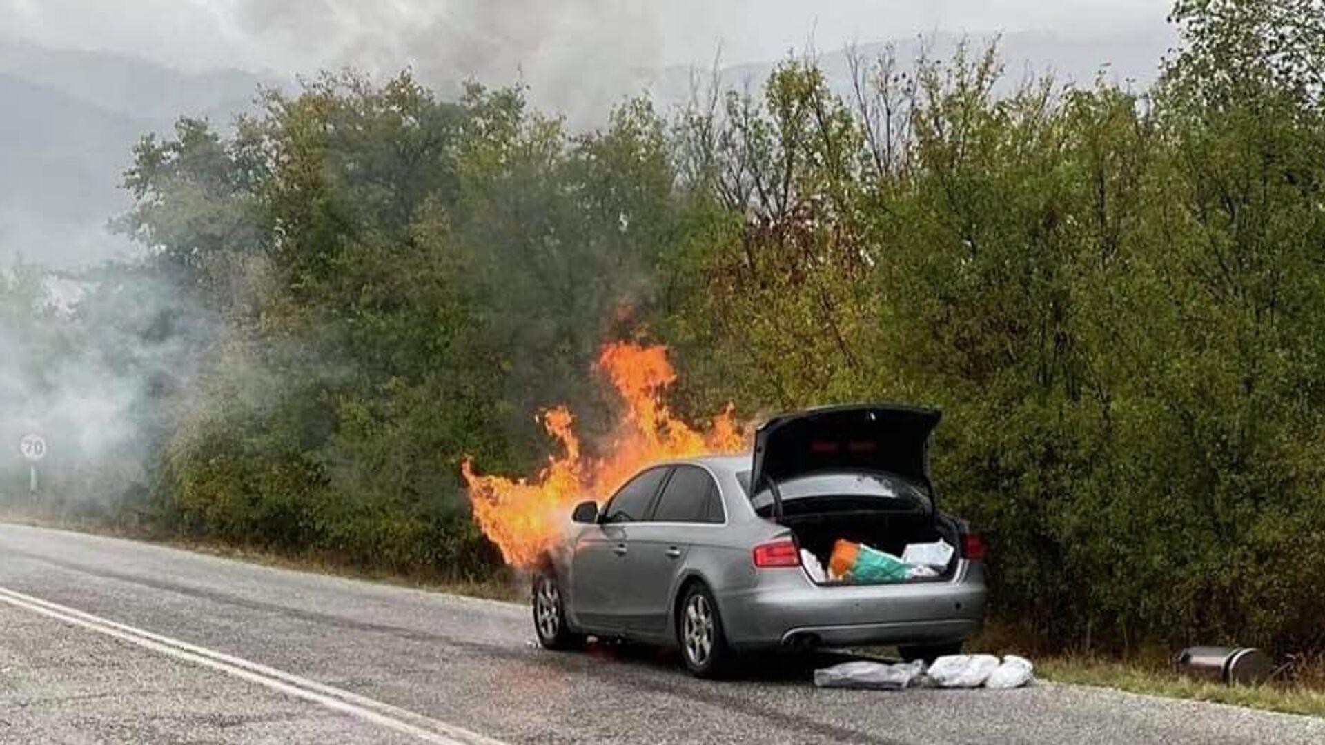 Φωτιά στο αυτοκίνητο του Παναγιώτη Ψωμιάδη ενώ οδηγούσε - Sputnik Ελλάδα, 1920, 09.10.2021