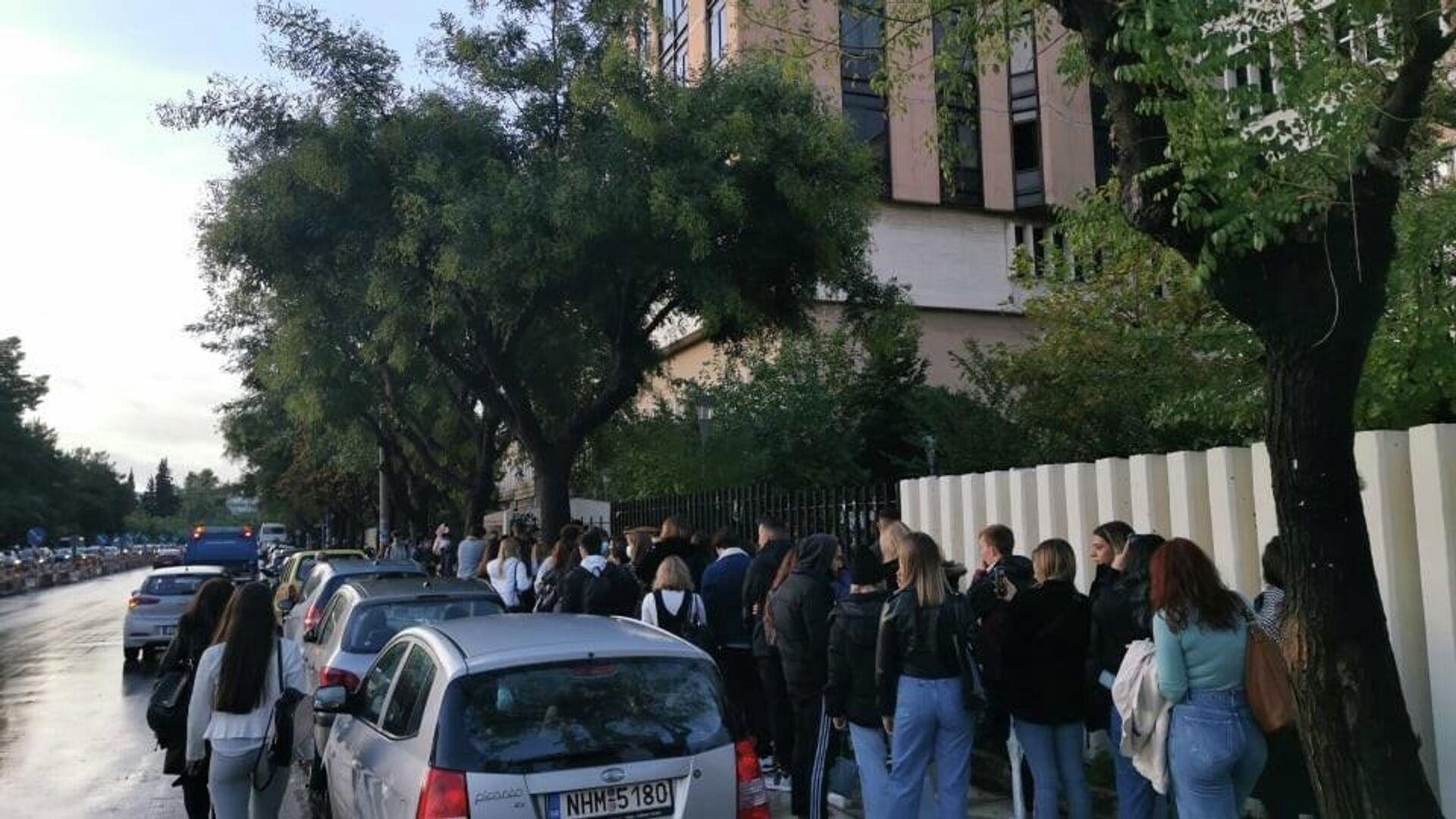 Θεσσαλονίκη: Ουρά φοιτητών για την επιστροφή στα αμφιθέατρα  - Sputnik Ελλάδα, 1920, 11.10.2021