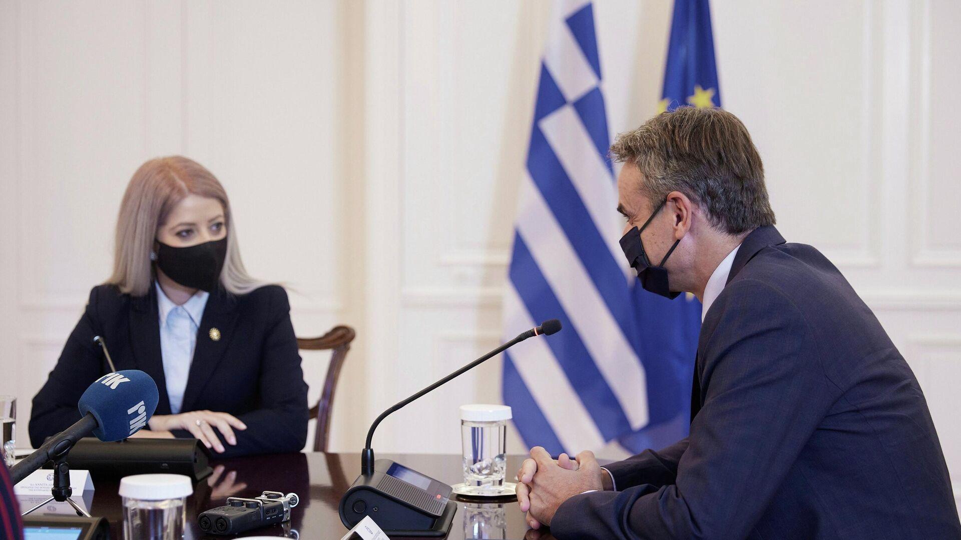 Ο πρωθυπουργός Κυριάκος Μητσοτάκης και η πρόεδρος της Βουλής των Αντιπροσώπων της Κυπριακής Δημοκρατίας, Αννίτα Δημητρίου - Sputnik Ελλάδα, 1920, 11.10.2021