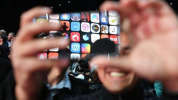 Στιγμιότυπο από την έναρξη του WWDC της Apple - Sputnik Ελλάδα