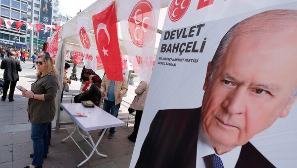 Προεκλογική αφίσα του Ντεβλέτ Μπαχτσελί - Sputnik Ελλάδα